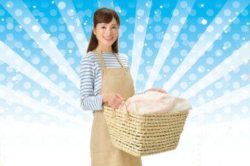 洗濯カゴを持った女性