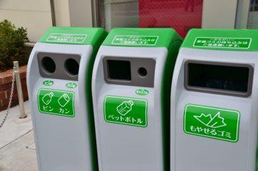 種類別に分けられたゴミ箱